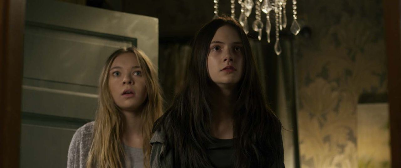 Ghostland : Foto Emilia Jones, Taylor Hickson